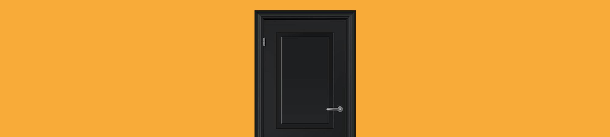 Porta fechada, fundo laranja